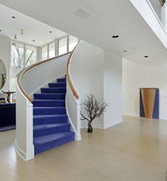decoracion de escaleras con alfombras